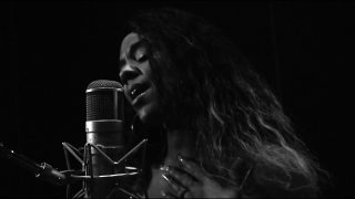 "Shae Nycole – ""Hands"" (Unplugged)"