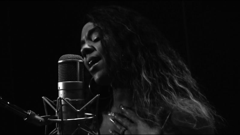 """Shae Nycole – """"Hands"""" (Unplugged)"""